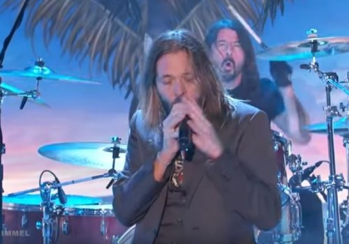 Foo Fighters Taylor Hawkins on Vocals and Dave Grohl on Drums